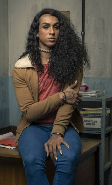 Natasha: mulher trans, a aluna vivida pela rapper Linn da Quebrada enfrenta o preconceito dos próprios colegas em sala de aula. No primeiro episódio, sofre discriminação ao tentar usar o banheiro feminino Foto: Mauricio Fidalgo / TV Globo