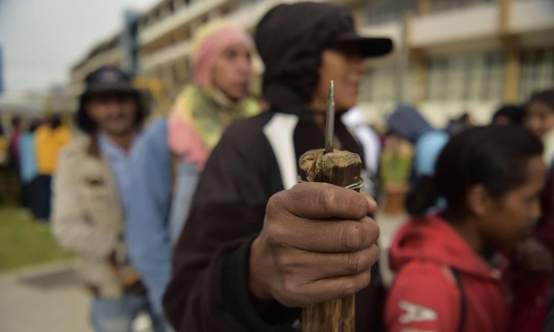 Indígenas e camponeses se abrigam em um acampamento no centro de Quito Foto: RODRIGO BUENDIA / AFP