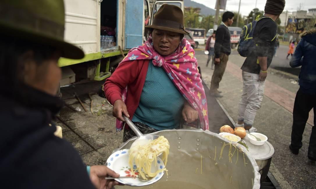 A declaração da Conaie veio um dia após 47 soldados serem detidos por grupos indígenas em Alausí, na província de Chimborazo Foto: RODRIGO BUENDIA / AFP