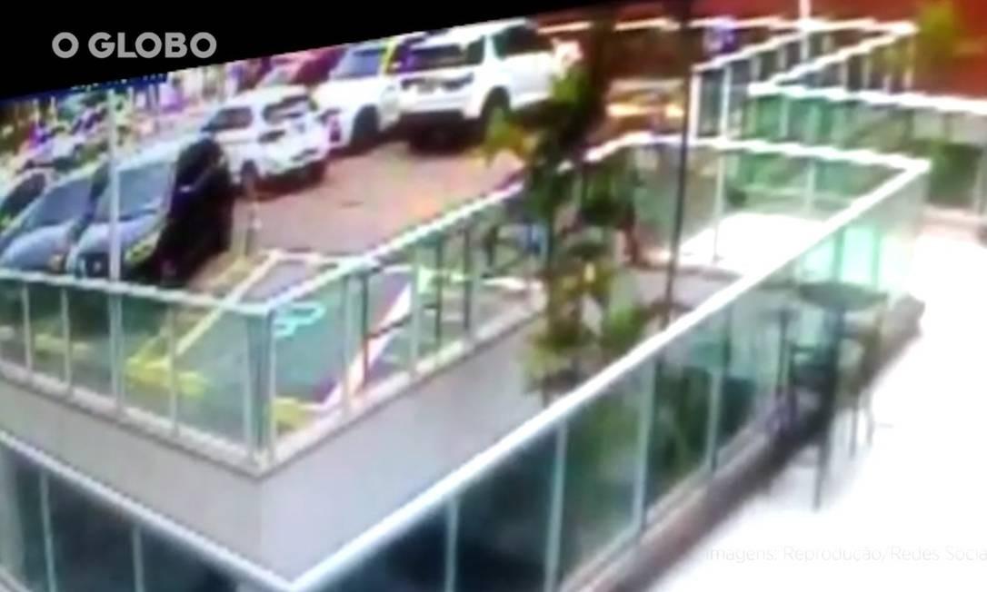 Imagens mostram momento em que filha do bicheiro Mazinho é baleada no Recreio Foto: Reprodução