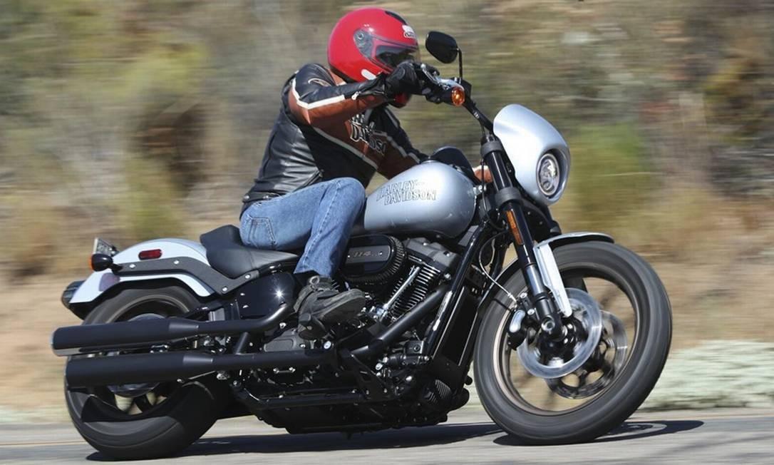 A Low Rider S usa quadro e suspensão de softail, é proporcionalmente leve e tem o motorzão Milwaukee-Eight 114. É diversão garantida! Foto: Divulgação