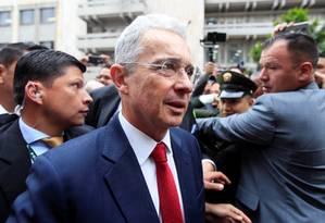 O ex-presidente e agora Senador colombiano Álvaro Uribe chega para depor na Corte Suprema de Justiça nesta terça: ainda um dos mais populares políticos do país eventual julgamento tem potencial de dividir a Colômbia Foto: Leonardo Muñoz/REUTERS