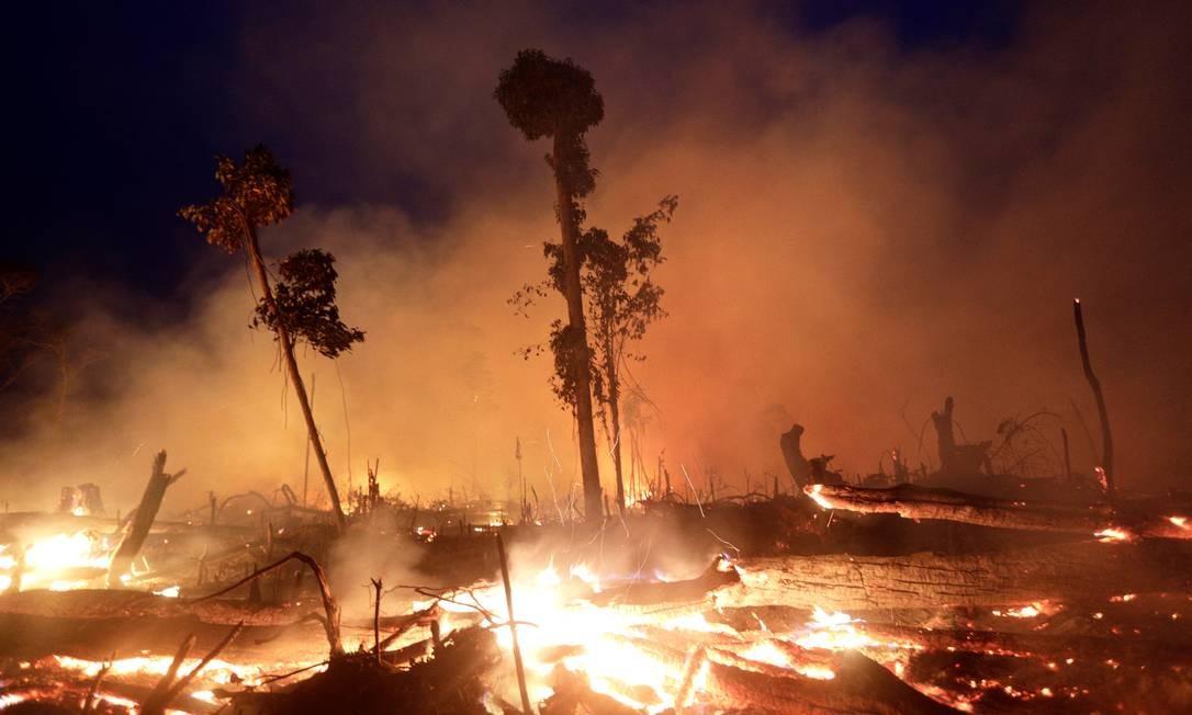Queimada em área da Floresta Amazônia, em Machadinho do Oeste, no Estado de Rondônia Foto: Ricardo Moraes / Reuters