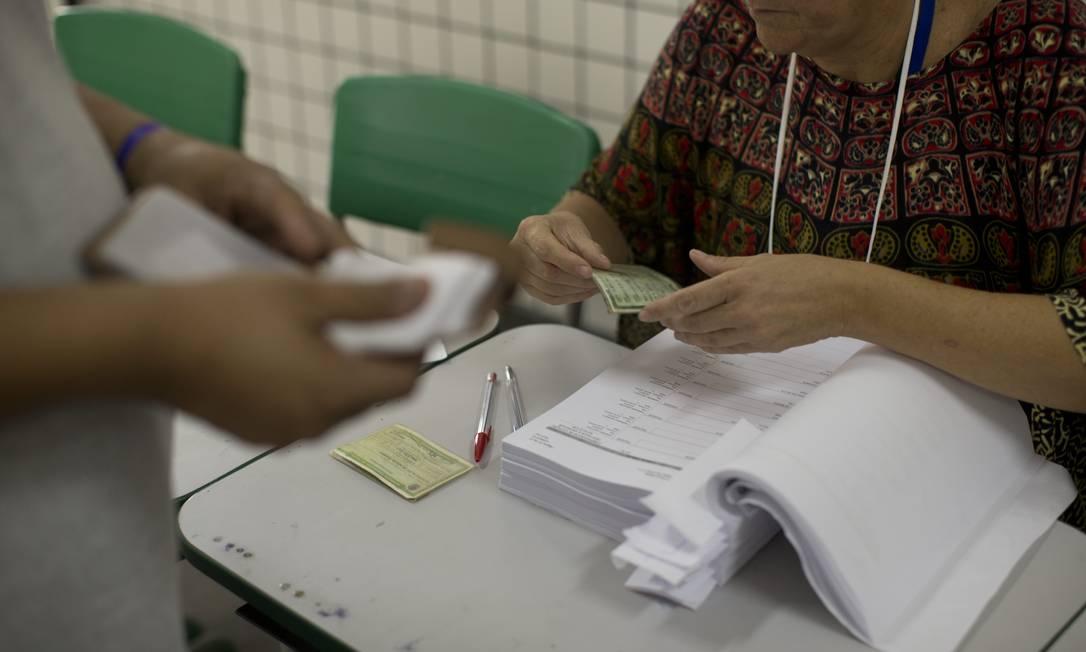 Eleitor vota para conselheito tutelar nas eleições de 2019 Foto: Márcia Foletto / Agência O Globo
