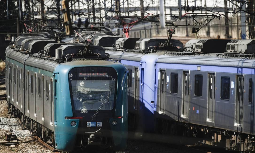 Central do Brasil: trens partindo para Japeri (Arquivo) Foto: Gabriel de Paiva / Agência O Globo