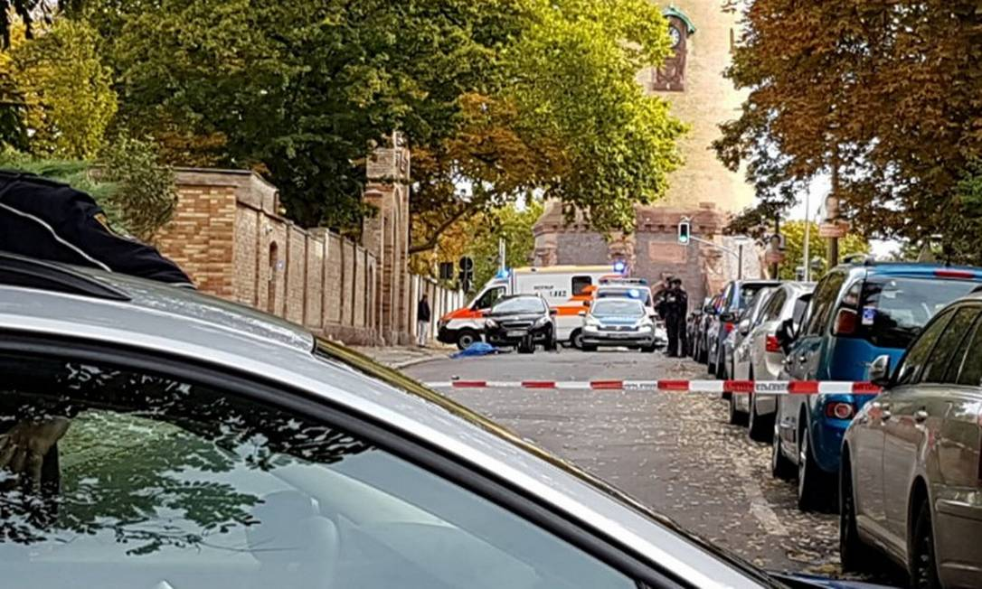 Cena do ataque foi isolada pela polícia alemã Foto: STRINGER / REUTERS / 09-10-2019