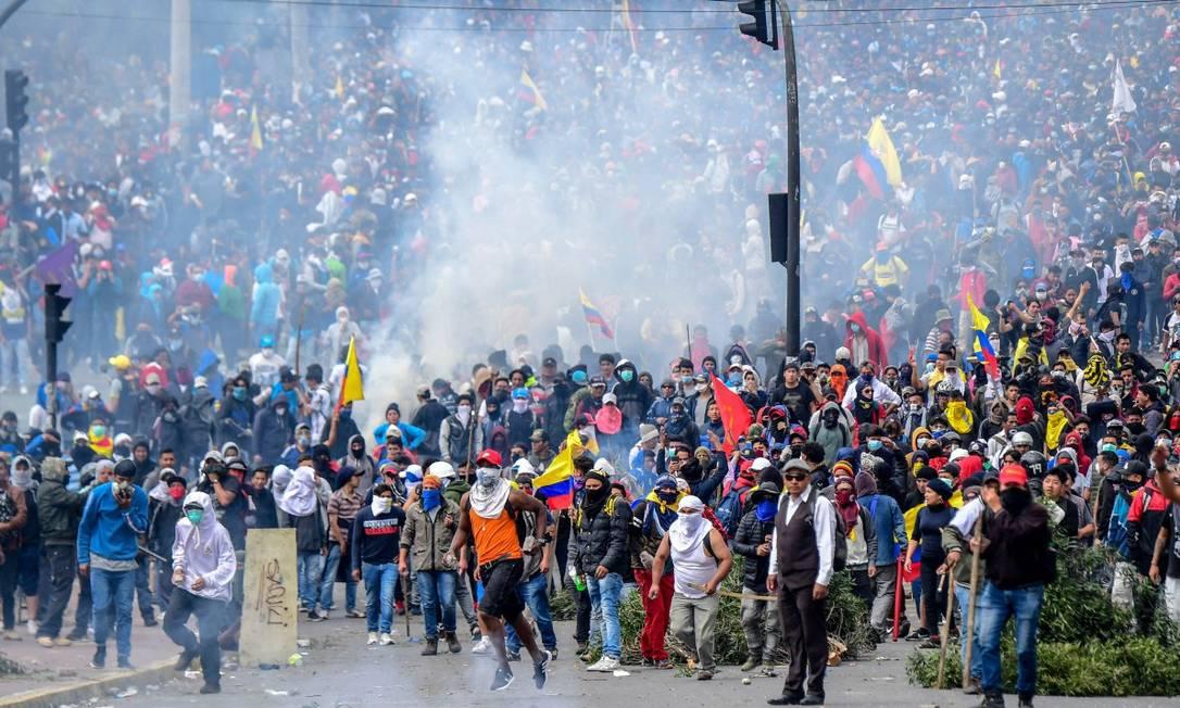 Manifestantes entraram em confronto com a polícia no lado de fora da Assembleia Nacional Foto: MARTIN BERNETTI / AFP / 08-10-2019