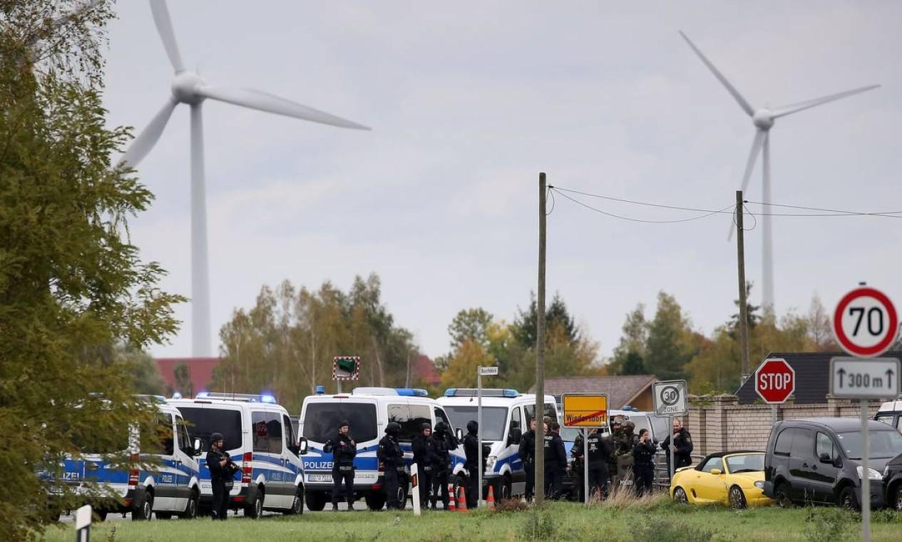O suspeito é um alemão de 27 anos, que cometeu o crime por razões antissemitas ou neonazistas, segundo os investigadores Foto: RONNY HARTMANN / AFP
