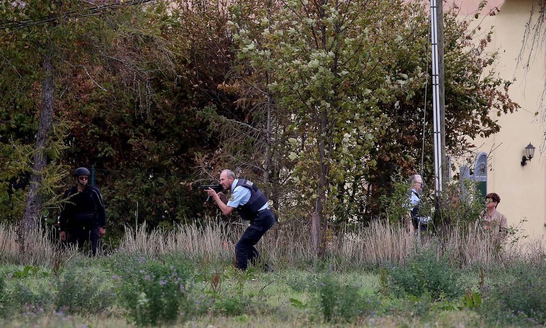 Os policiais fizeram buscas pelo atirador entre Wiedersdorf e Landsberg e conseguiram detê-lo Foto: RONNY HARTMANN / AFP