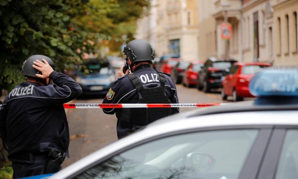 Duas pessoas morreram após um ataque a tiros perto de uma sinagoga em Humboldstrasse, no bairro de Paulus, na cidade de Halle, Leste da Alemanha Foto: HANNIBAL HANSCHKE / REUTERS