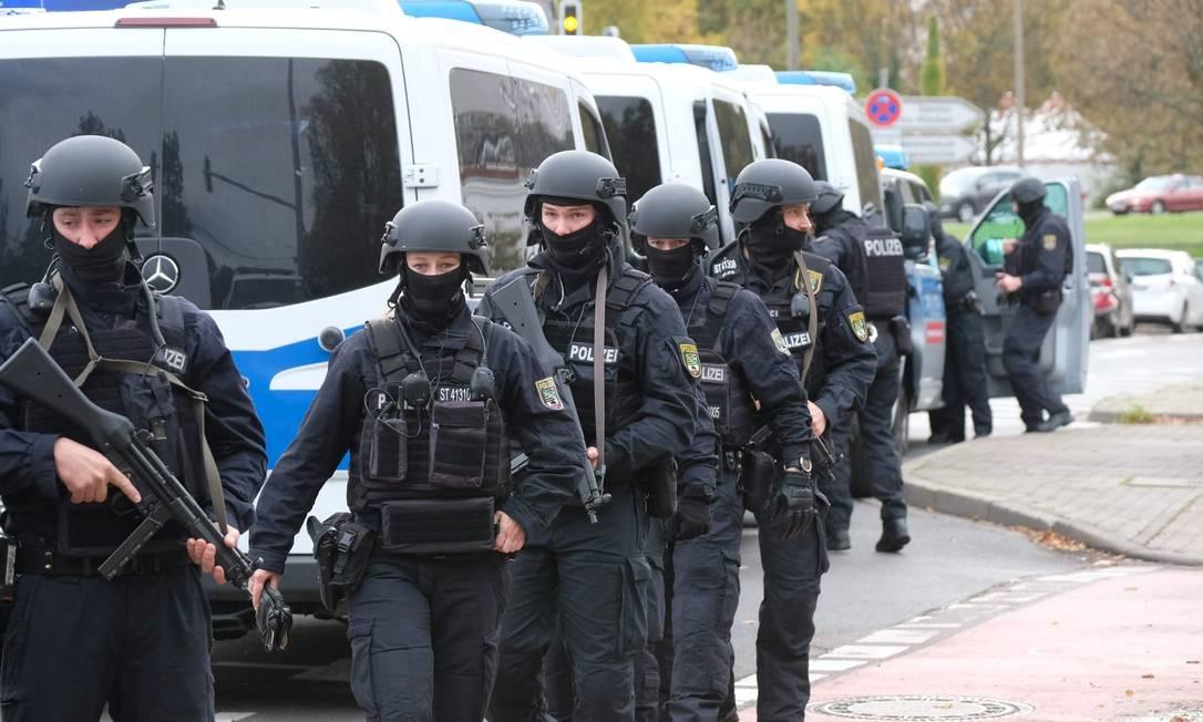 A chanceler federal alemã, Angela Merkel, considerou o ataque um atentado terrorista e manifestou sua solidariedade aos judeus da comunidade de Halle Foto: SEBASTIAN WILLNOW / AFP