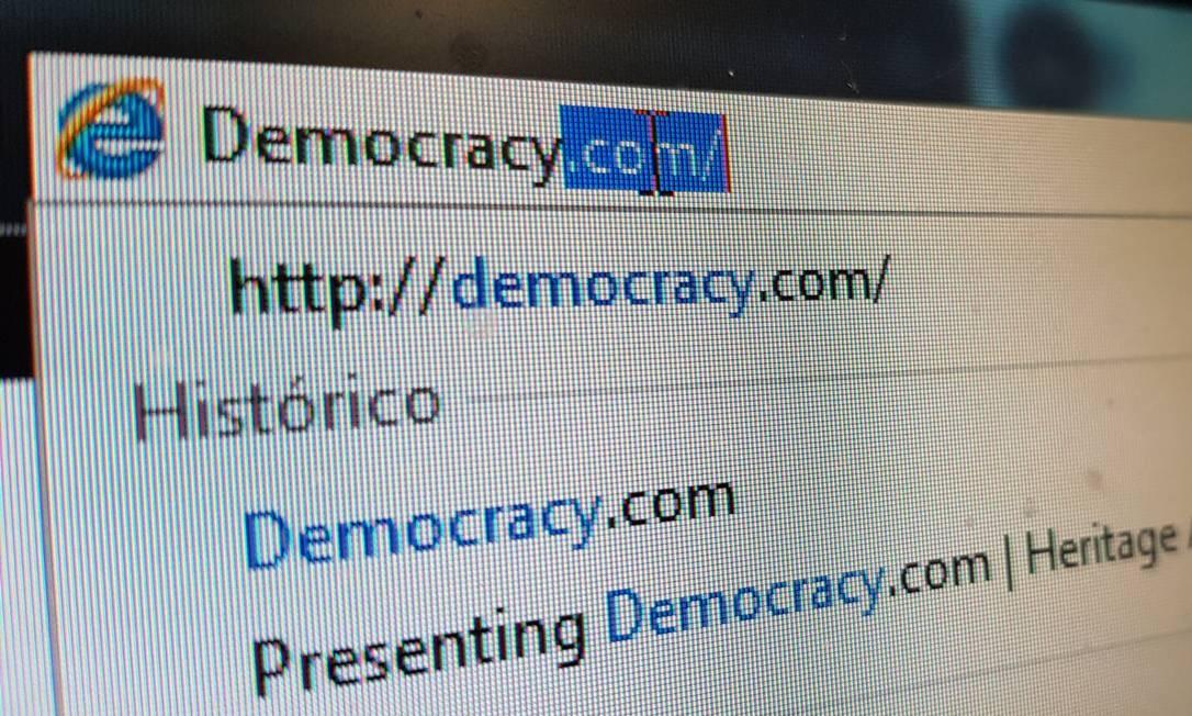O domínio Democracy.com será leiloado, com lance inicial de US$ 300 mil Foto: O Globo