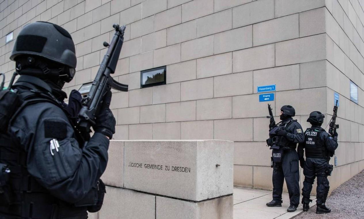 Max Privorotzki, da direção da associação judaica da cidade, disse que no momento do ataque havia de 70 a 80 pessoas na sinagoga para a festa do Yom Kippur Foto: ROBERT MICHAEL / AFP
