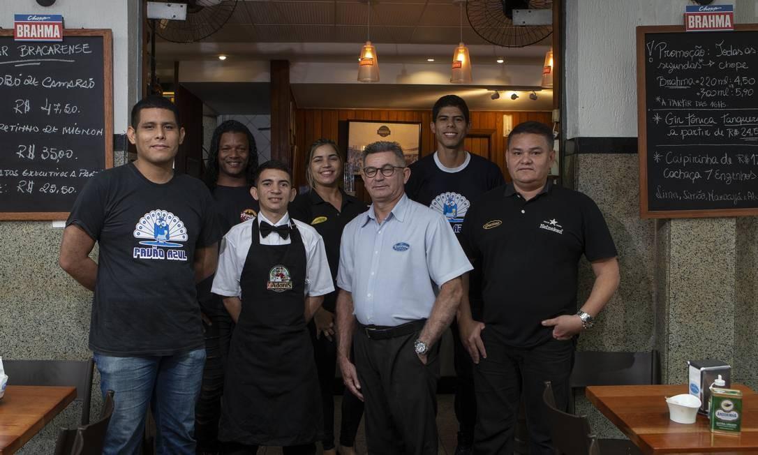Garçons, considerados a alma dos bares, terão corrida para eles Foto: Alexandre Cassiano / Agência O Globo