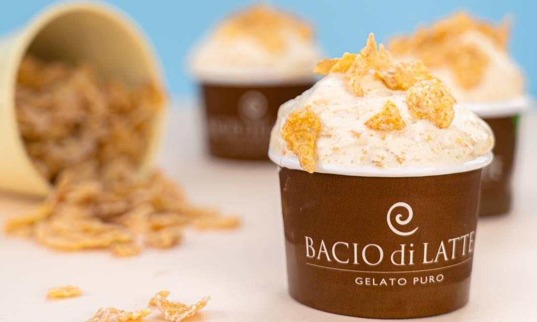 O chef Oliver Kirkham, da Bacio di Latte (2408-3202), preparou sabores especiais para este mês, como o de Sucrilhos (R$ 17,50) Foto: Caio Palazzo / Divulgação