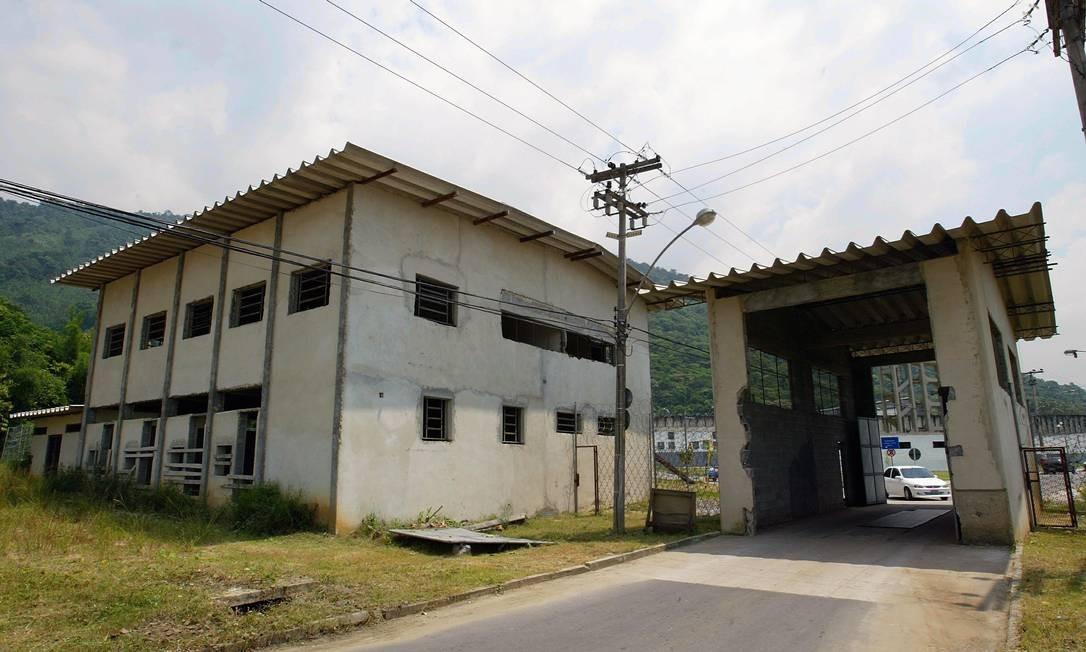 Obras da entrada do Complexo Penitenciário de Bangu Foto: Hipólito Pereira / Agência O Globo