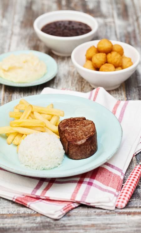 O filé-mignon kids (R$ 44) é a pedida de refeição para a criançada no Gula Gula (2567-5114) Foto: Elisa Correa / Divulgação