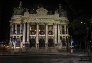 Aos 110 anos, Teatro Municipal tem riscos à segurança de seu acervo que precisam ser revistos, diz relatório do estado Foto: Alexandre Cassiano / Agência O Globo