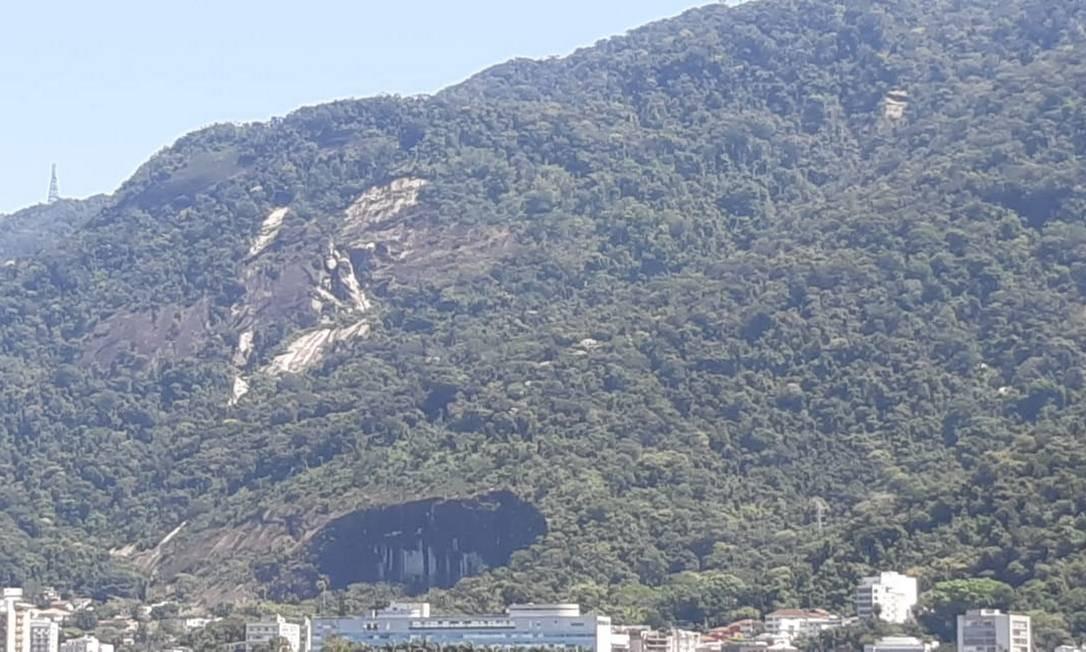 Barrancos nas estradas do Sumaré e do Redentor são visíveis da Lagoa Rodrigo de Freitas Foto: Foto do ciclista Miguel Lasalvia