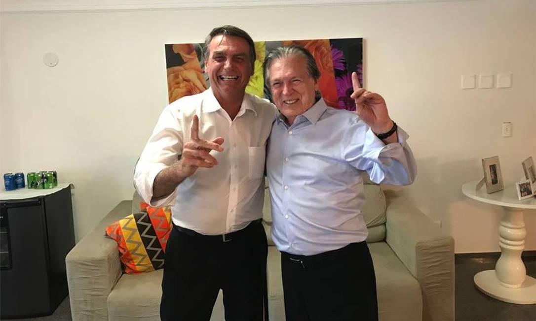 Jair Bolsonaro e Luciano Bivar, quando confirmaram a candidatura à presidência pelo PSL Foto: Agência O Globo