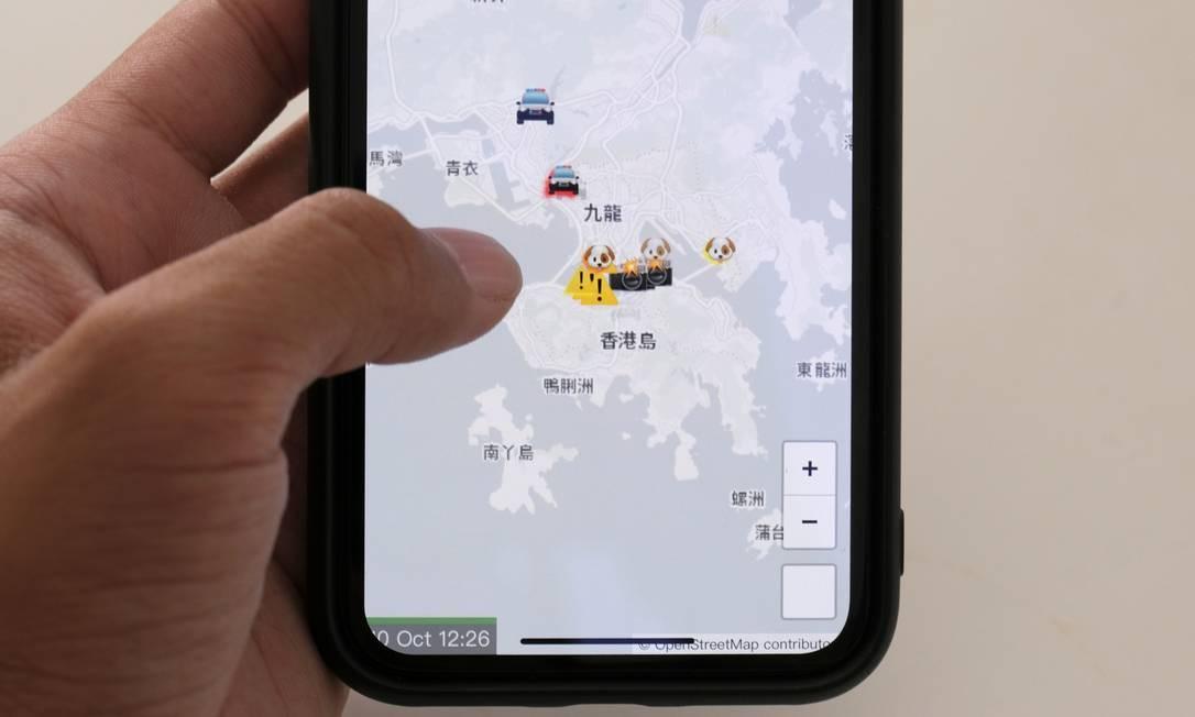 Aplicativo da Apple era usado por manifestantes para localizar policiais durante protestos em Hong Kong Foto: TYRONE SIU / REUTERS
