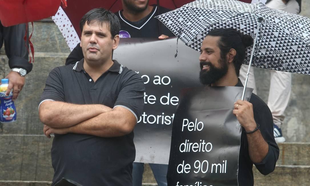 Protesto de motoristas de aplicativos em frente ao Palácio Pedro Ernesto nesta quarta-feira Foto: Guilherme Pinto / Agência O Globo