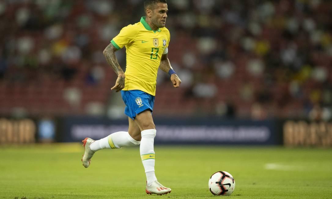 Daniel Alves criticou o calor e o fuso horário para justificar empate do Brasil Foto: Lucas Figueiredo/CBF