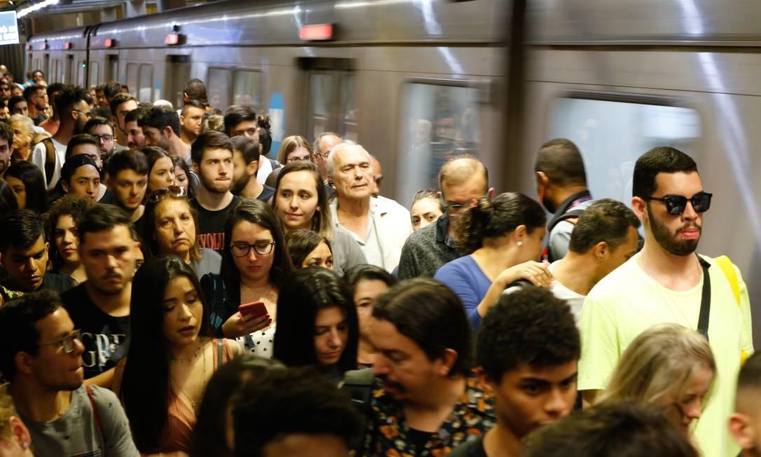 Passageiros na estação Jardim Oceânico durante o Rock in Rio Foto: Roberto Moreyra / Agência O Globo