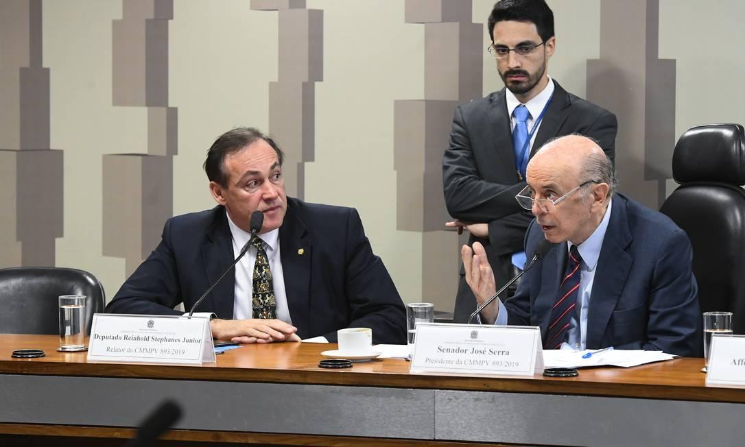 O relator da medida provisória sobre a UIF, Reinhold Stephanes Júnior, e o presidente da comissão, José Serra Foto: Marcos Oliveira / Marcos Oliveira/Agência Senado