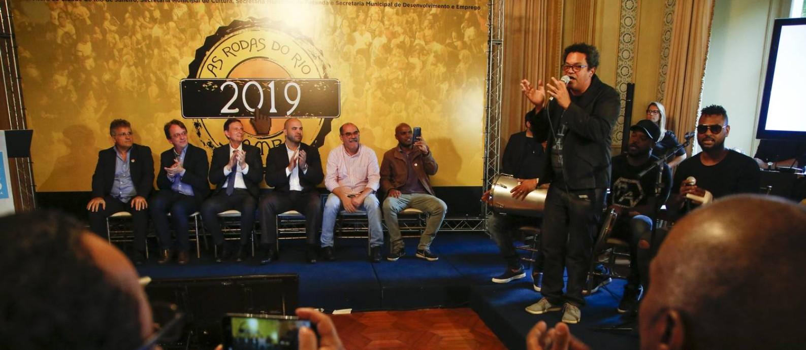 O sambista Marquinhos de Oswaldo Cruz deu uma palinha na solenidade do evento Foto: Gabriel Monteiro
