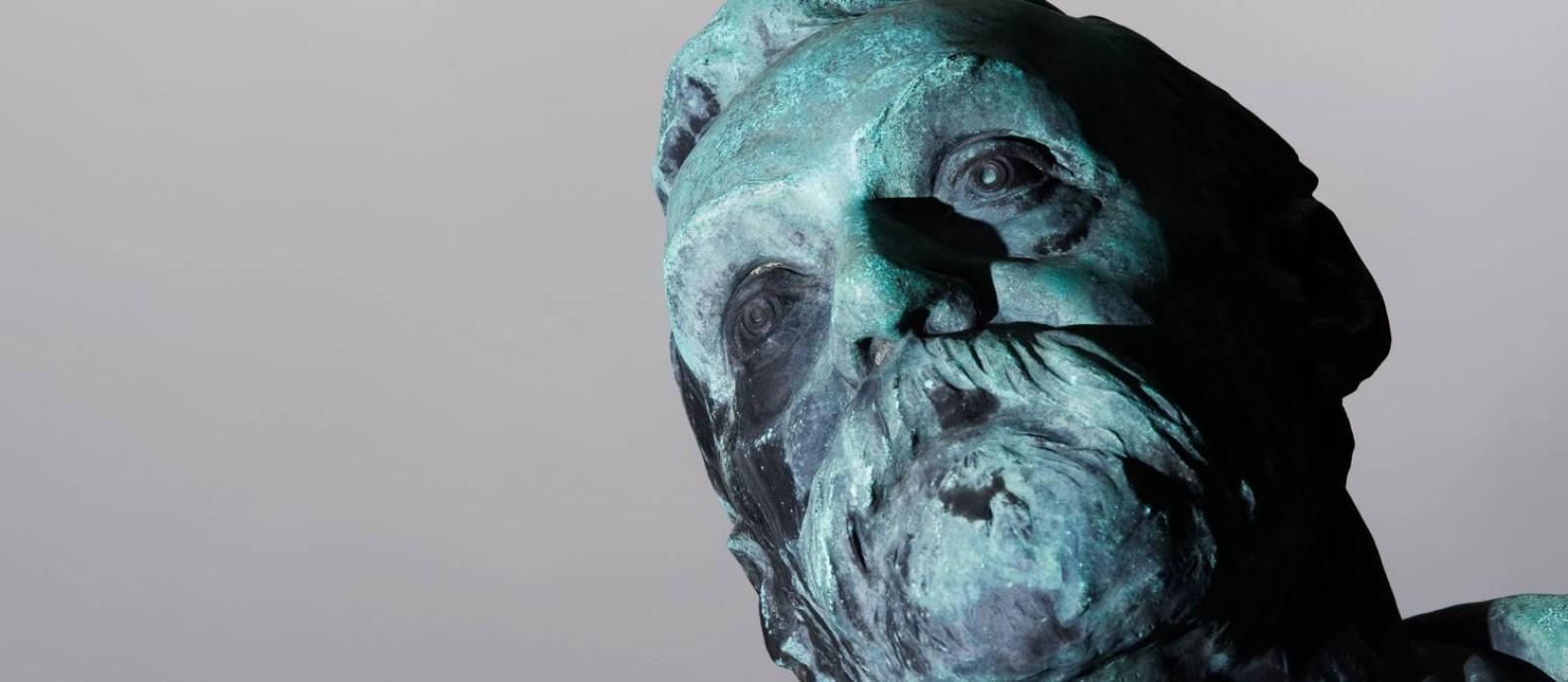 Estátua do criador do prêmio, o sueco Alfred Nobel, no Instituto Karolinska, em Estocolmo Foto: JONATHAN NACKSTRAND / AFP