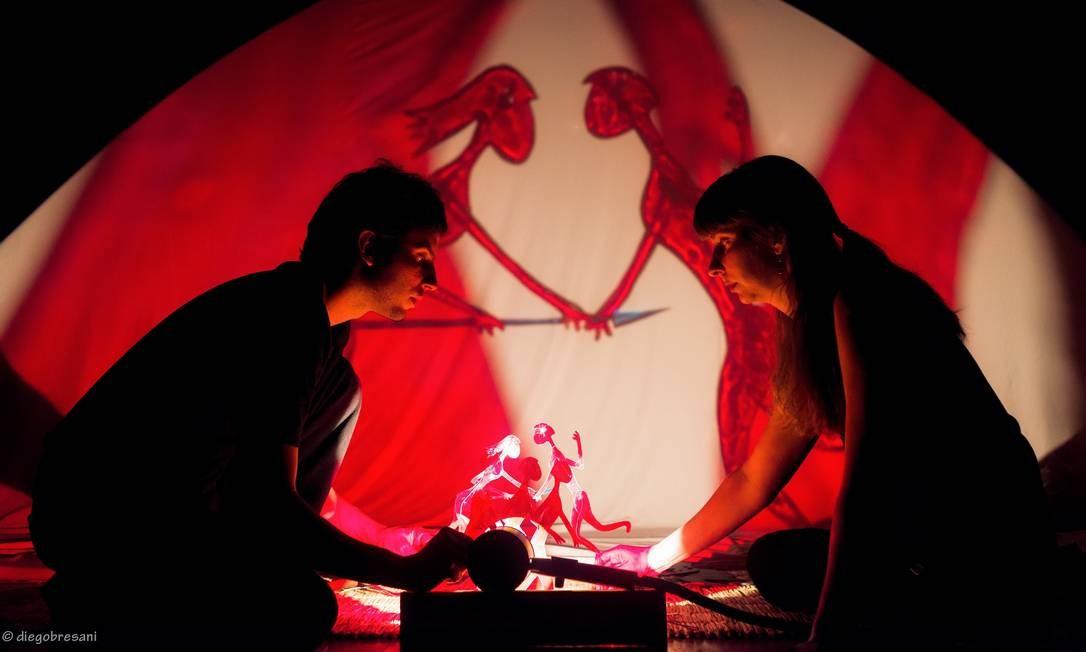 A Cia. Lumiato, de Brasília, apresenta mitos indígenas na peça 'Iara — O encanto das águas' Foto: Diego Bressani / Divulgação