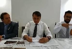 Bolsonaro em transmissão ao vivo no Facebook Foto: Reprodução