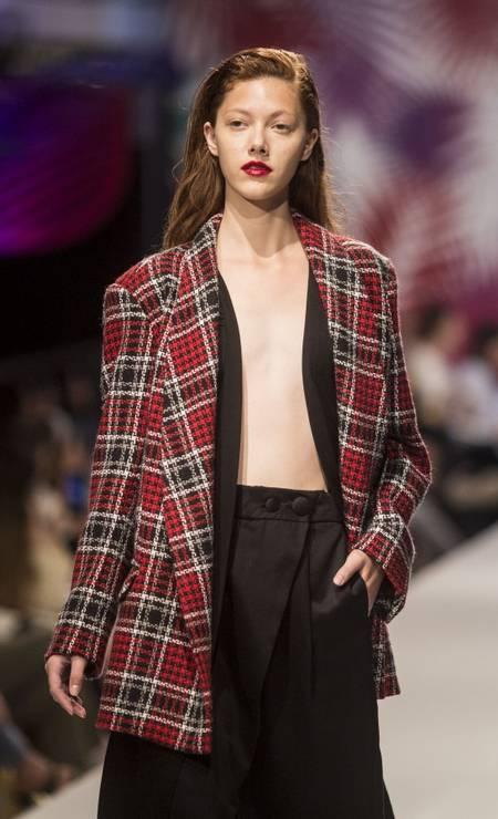 Marca Neriage: alfaiataria de linho, vestidos fluidos de seda e casacos de lã Foto: DANIEL RAMALHO / Agência O Globo