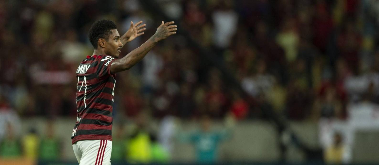Vitinho comandou a vitória do Flamengo sobre o Atlético-MG Foto: Alexandre Cassiano / Agência O Globo