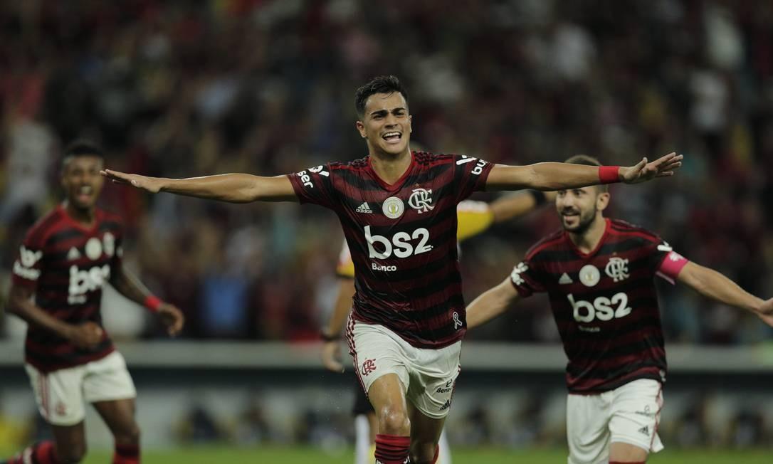 Reinier comemora o terceiro gol do Flamengo sobre o Atlético-MG Foto: Alexandre Cassiano / Alexandre Cassiano
