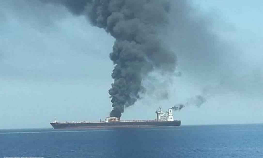 Explosão provoca incêndio em navio iraniano e derramamento de petróleo no Mar Vermelho Foto: Reprodução / Iribnews