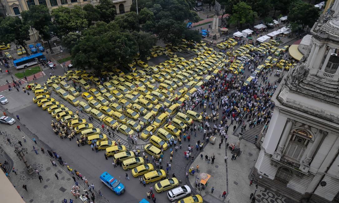 Protesto de taxistas na Cinelândia Foto: Arquivo / 10/10/2019 / Marcelo Regua / Agência O Globo