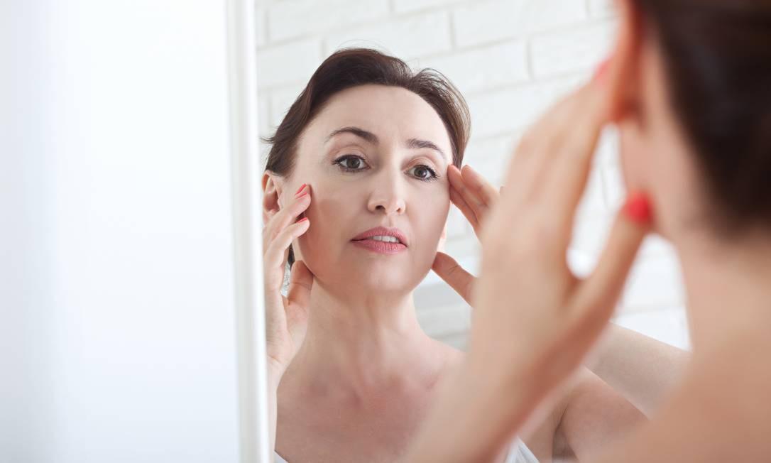 Mudanças na pele causadas pela menopausa podem ser atenuadas por produtos e tratamentos Foto: Victor_69 / Getty Images/iStockphoto