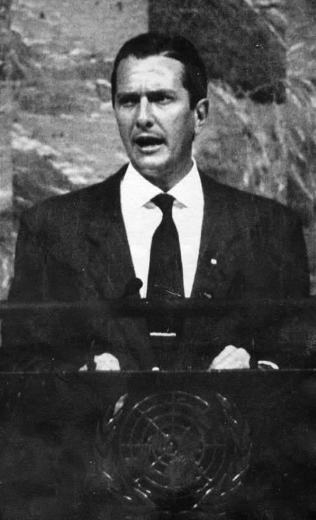 Fernando Collor durante a abertura da Assembléia Geral das Nações Unidas, em Nova Iorque em 1990. Primeiro presidente brasileiro eleito, após o regime militar, a falar na ONU Foto: Reuter - 24/09/1990