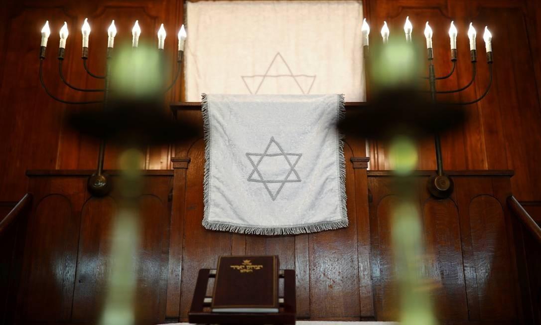 Interior da sinagoga em Halle, alvo de ataque a tiros na quarta-feira Foto: HANNIBAL HANSCHKE / REUTERS