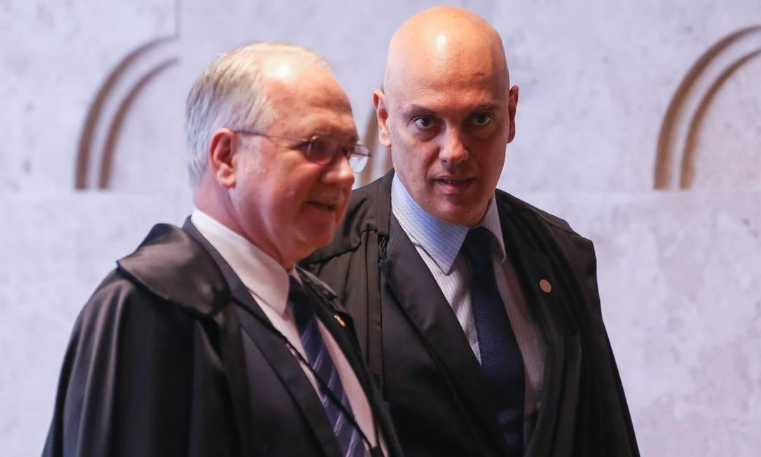 Outras investigações: Os miinistros do Supremo Tribunal Federal (STF) Alexandre de Moraes (direita) e Edson Fachin (esquerda), que arquivou, em setembro, um inquérito que apurava se Collor havia cometido peculato Foto: André Coelho / Agência O Globo