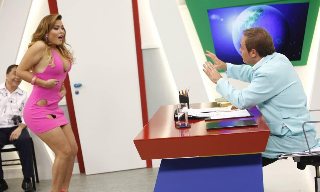 Geisy Arruda no Programa do Gugu quadro de humor na Escolinha do Gugu Foto: Edu Moraes / Divulgação/Tv Record - 09/05/2011
