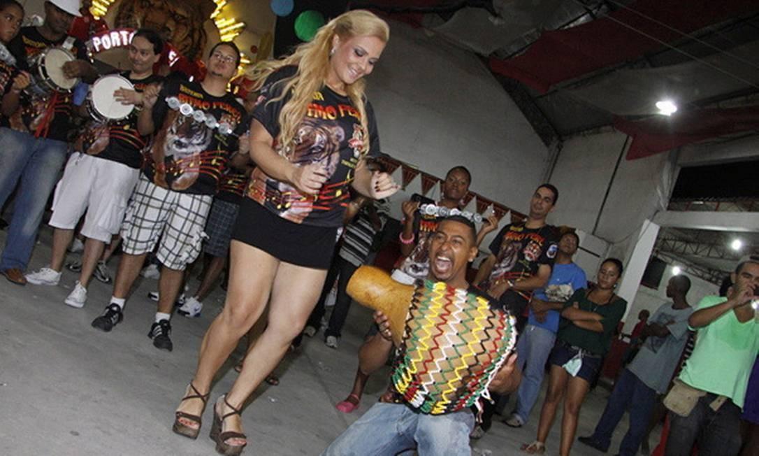 Geisy no ensaio da escola de samba Porto da Pedra, São Gonçalo Foto: Reprodução - 8/11/2009