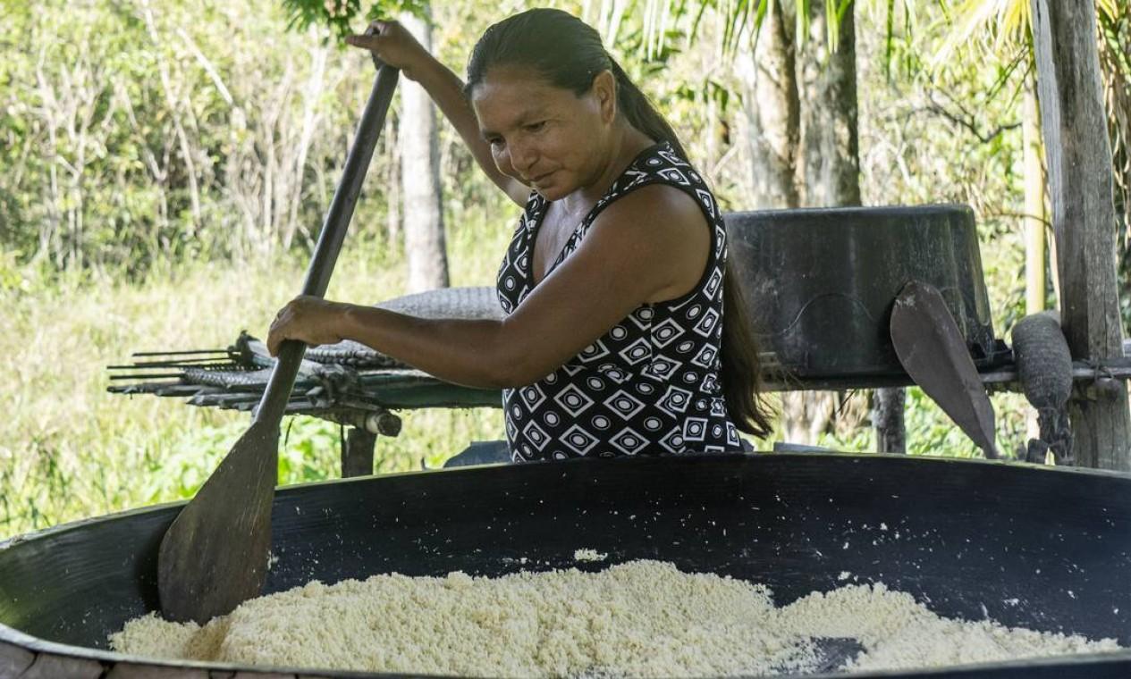 Ivania Melgueiro Baltazar, coordenadora do projeto na comunidade Cartucho. Um dos objetivos é também ajudar os indígenas a resgatar suas tradições alimentares Foto: Rogério Assis / ISA