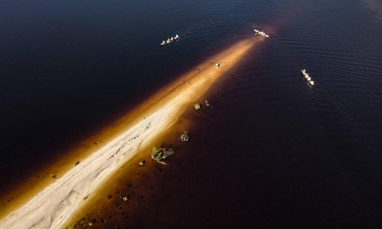 Vista aérea da canoada em praia do Rio Negro, na comunidade Aruti. Sistema agrícola local é considerado, desde 2010, patrimônio cultural brasileiro pelo Iphan Foto: Rogério Assis / ISA