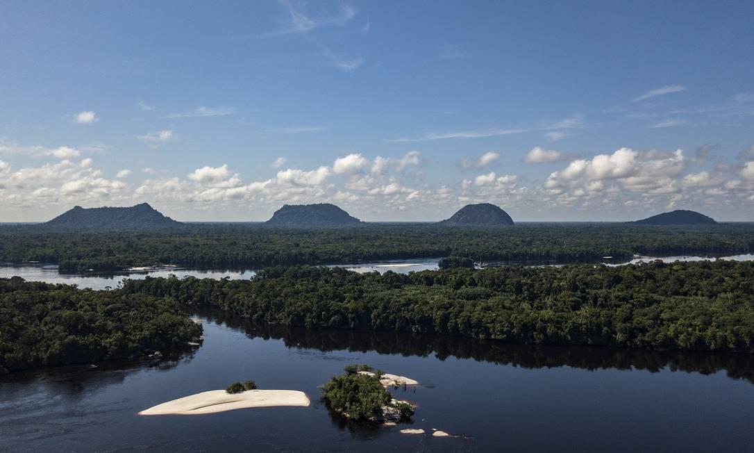 Vista aérea das Serras Guerreiras do Tapuruquara: comunidades indígenas entre as cidades de Santa Isabel do Rio Negro e São Gabriel da Cachoeira, no Amazonas, recebem os grupos formados por até 12 turistas Foto: Rogério Assis / ISA