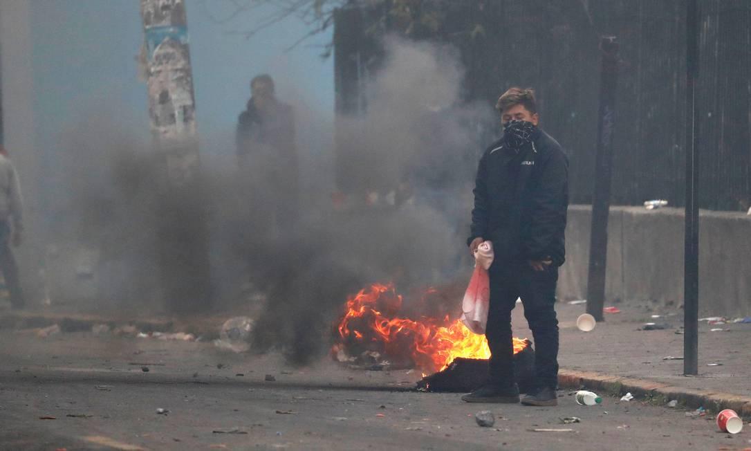 Manifestante nas ruas de Quito, no Equador. Políticas de austeridade e fim de subsídios aos combustíveis levaram à maior e mais violenta onda de protestos no país em muitos anos, ameaçando o governo de Lenín Moreno Foto: HENRY ROMERO / REUTERS
