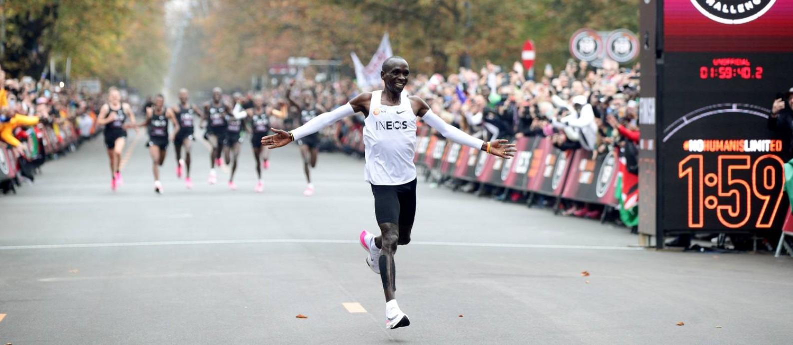 Eliud Kipchoge na chegada do desafio de correr a maratona em menos de 2 horas Foto: LISI NIESNER / REUTERS