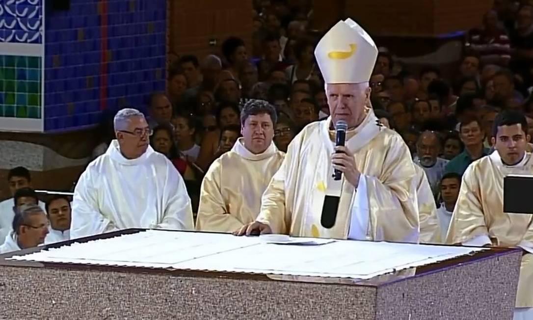 Dom Orlando Brandes, arcebispo de Aparecida, conduz missa no feriado da Padroeira Foto: Reprodução